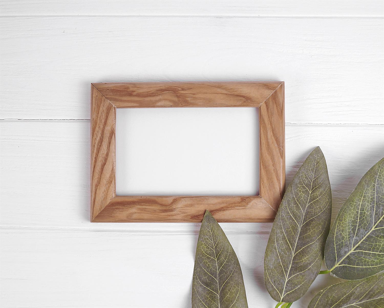 free minimalist poster frame mock