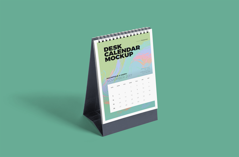 Free Desk Calendar Mockup PSD